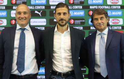 """Sassuolo, il primo giorno del tecnico Dionisi: """"De Zerbi mi lascia un'eredità difficile, ma ripagherò la fiducia"""""""