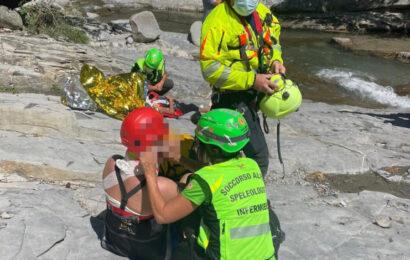 Villa Monozzo / Cascate Golfarone / Padre salva la figlia caduta nel torrente