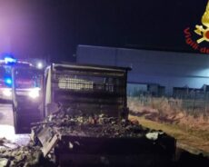 Cavezzo / Brucia un camion, nessun ferito