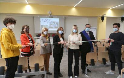 Al Liceo Muratori San Carlo inaugurati l'aula Magna e il laboratorio di Chimica (video)