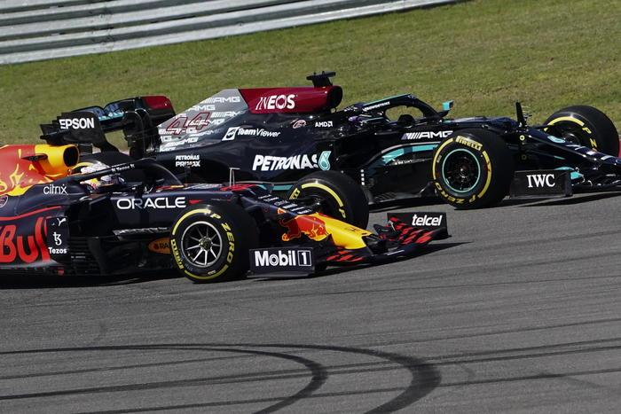 f 1 / G.P. Usa / Vince Verstappen davanti a Hamilton